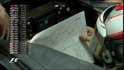 Magnussen ojea la telemetría. Imagen: Sky Sports F1.