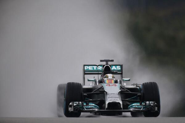 Hamilton en la lluvia. Foto: Steve Etherington. http://www.steveetherthington.com